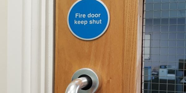 Fire-door-keep-shut-sign